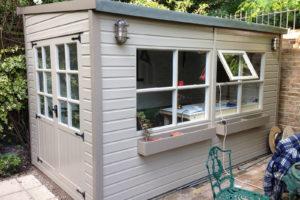 Comment construire un abri de jardin : étapes, réglementation, matériel
